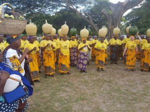 Women of Tembe clan @Emfihlweni Royal Residence to present the 1st brew of the Marula fruit to Head of the Tembe Clan, Inkosi Mabhudu Tembe