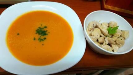 Crema de verduras y pollo a la plancha de Ali