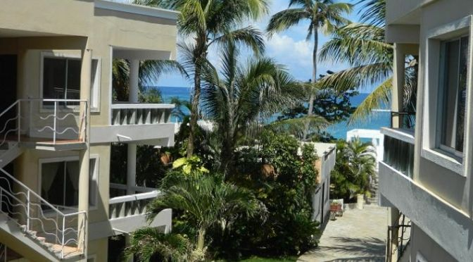 Third floor condo with ocean view !
