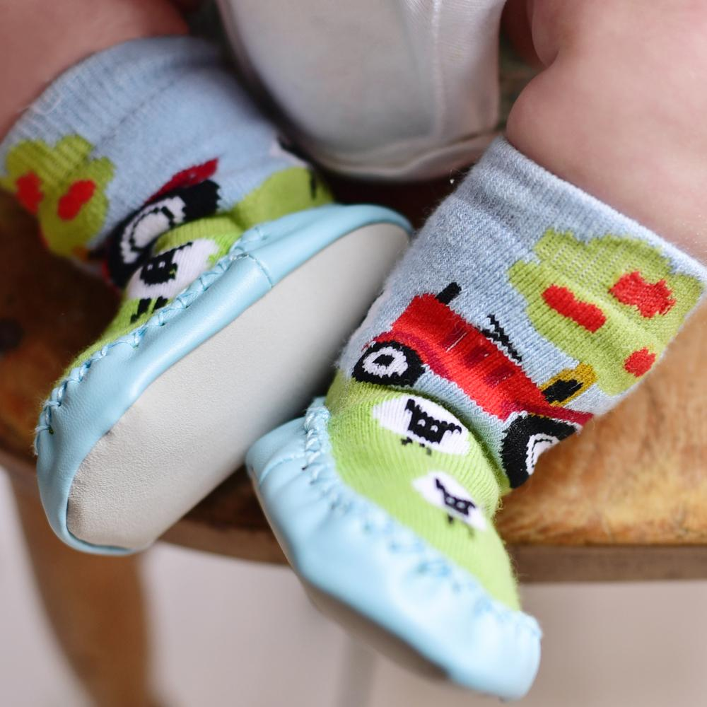 sheep_moccasin_slippers_coitswold_baby_co
