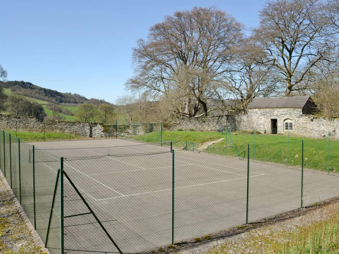 Crogen Coach House court
