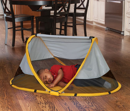 PeaPod Sunshine portable crib - See the rest of our must-get baby items plus free checklist for your baby registry!