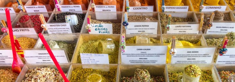 Aggregate grouping - licensed through Creative Commons https://commons.wikimedia.org/wiki/File:Spices_of_Sa%C3%BAde_flea_market,_S%C3%A3o_Paulo,_Brazil.jpg