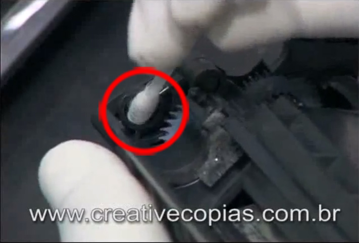 Limpe com um Cotonete o Encaixe do Rolo Magnético