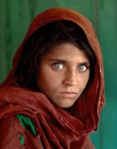 Foto da menina afegã de olhos verdes – Fotógrafo Steve McCurry