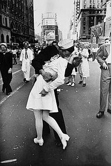 Foto do V-J Day com beijo na Times Square, NY – Fotógrafo Alfred Eisenstaedt