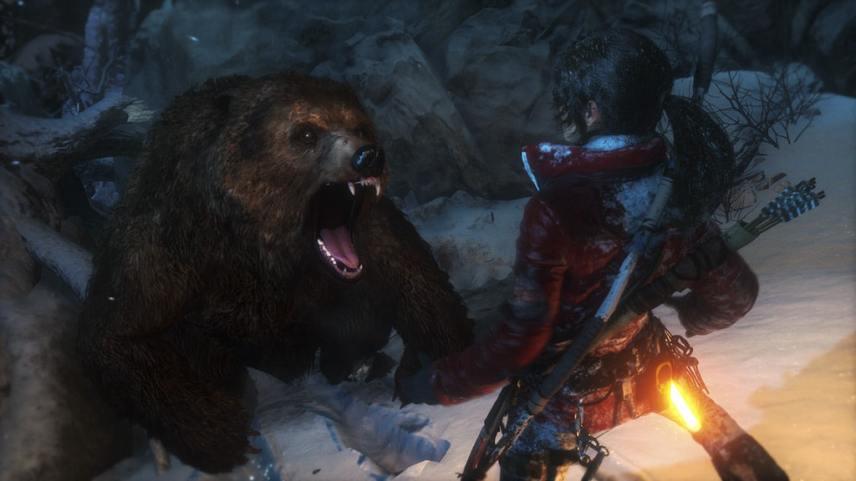 Lara Croft contre un ours dans Rise of the Tomb Raider