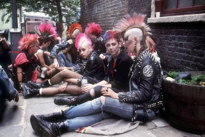 UK 82: punk girls