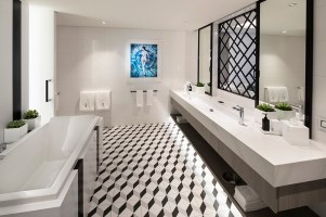 EG18-RoyalSuite-BathroomR
