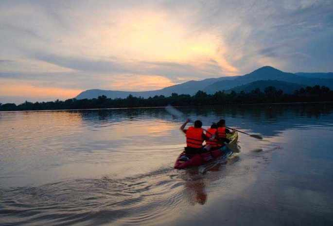 A LOT OF BIKING, KAYAKING AND HIKING IN CAMBODIA