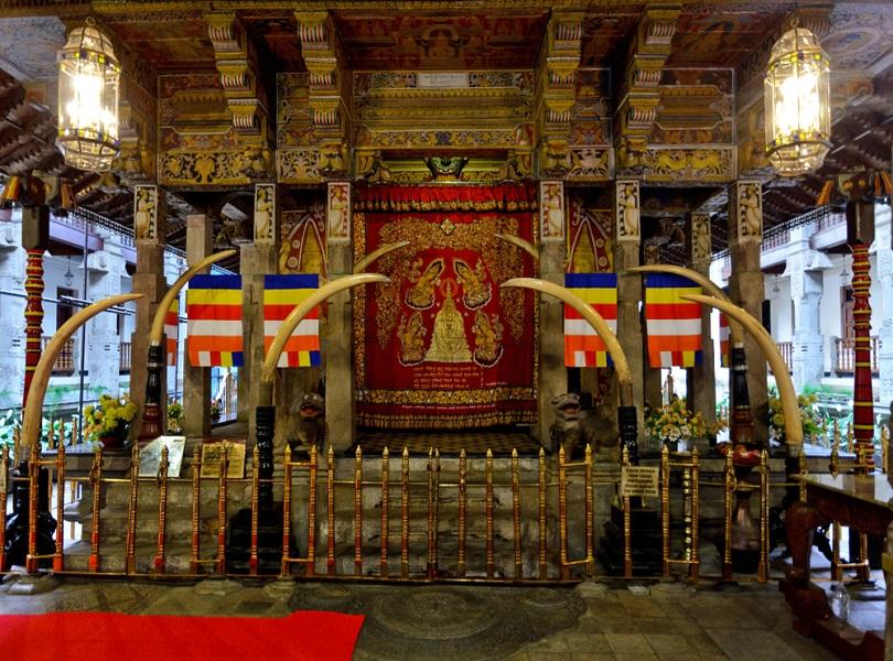 SRI DALADA MALIGAWA (THE TEMPLE OF THE SACRED TOOTH RELICS), KANDY
