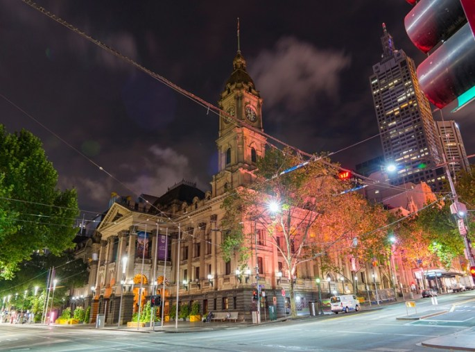 TAKE A TOUR OF THE FAMOUS MELBOURNE'S TOWN HALL