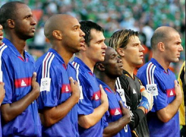 L'équipe de France, la main sur le cœur au moment de la marseillaise !