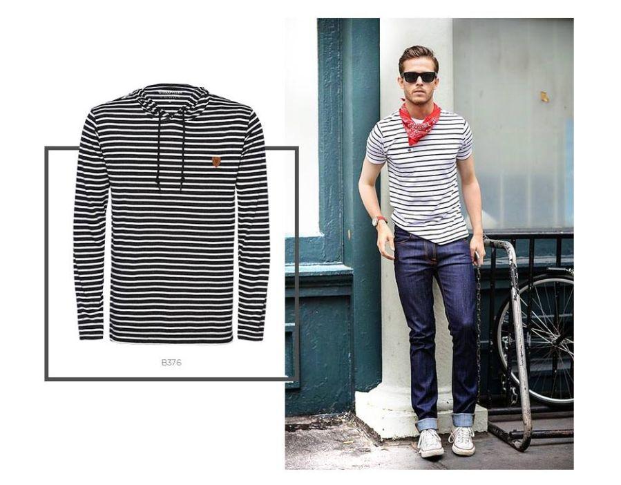 T-shirt navy e jeans