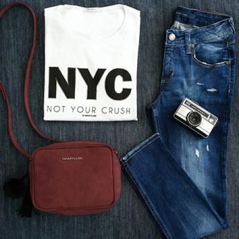 Como usar a dupla de estilo jeans + camiseta