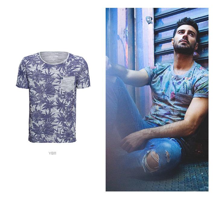 camiseta floral com jeans destroyed