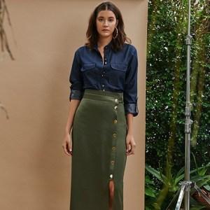 Aprenda como usar saia midi no outono