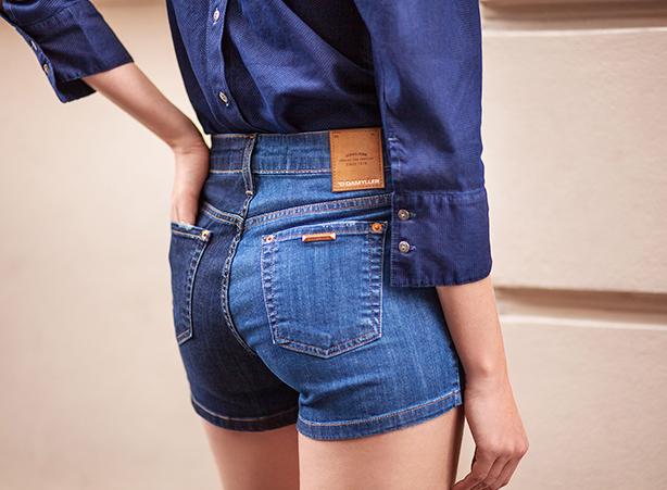 Short jeans com camisa jeans