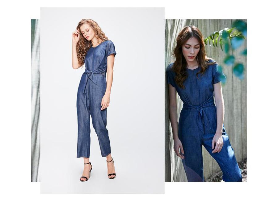 Macacão jeans manga curta e amarração na cintura.