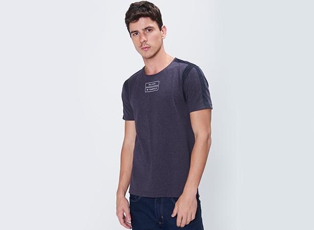 Camiseta com estampa minimalista