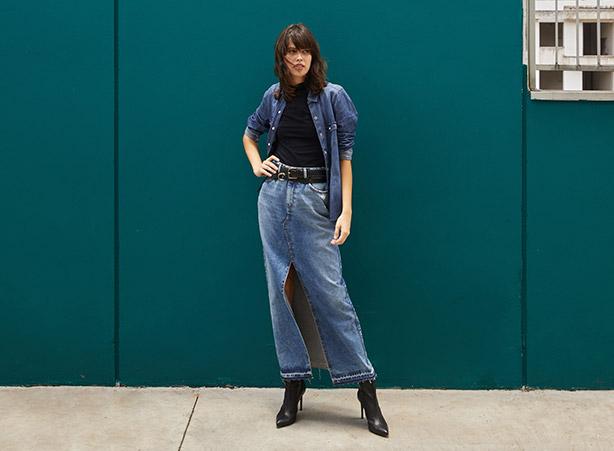 Saia jeans longa com jaqueta jeans