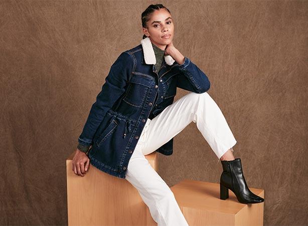 Calça branca com jaqueta parka jeans