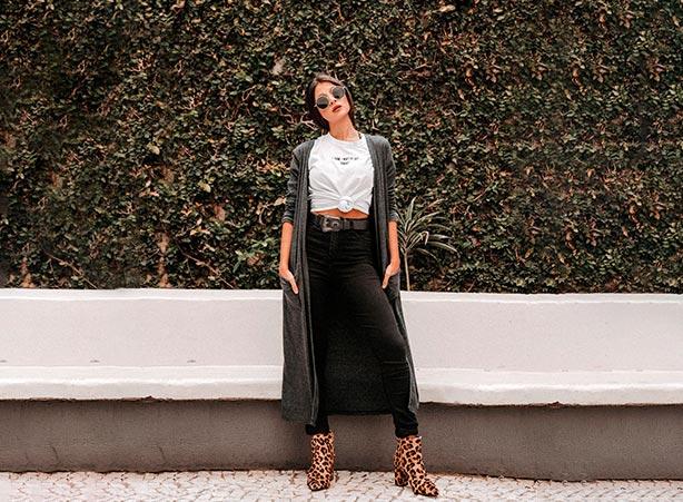 Calça jeans preta com maxi cardigan