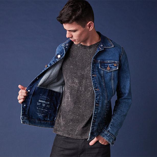 Look todo preto com jaqueta jeans