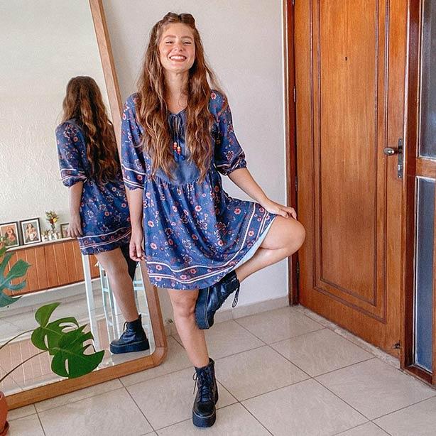 Vestido com bota cano curto