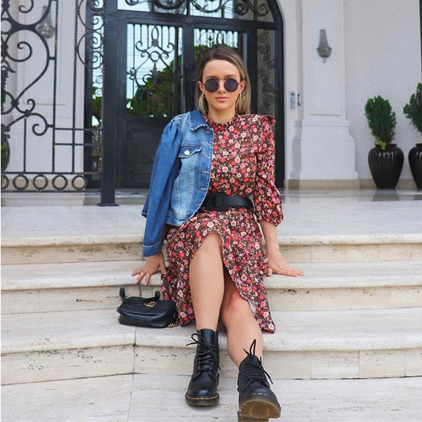 Dress estampa floral com coturno e jaqueta jeans