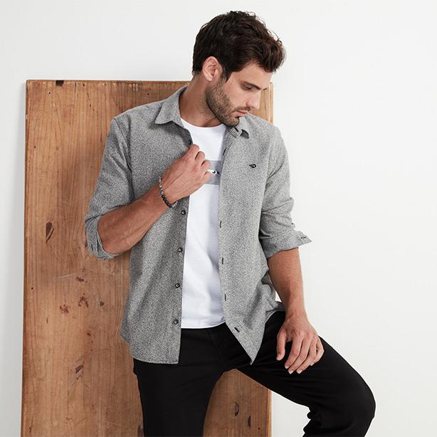 Calça jogger masculina preta com camisa