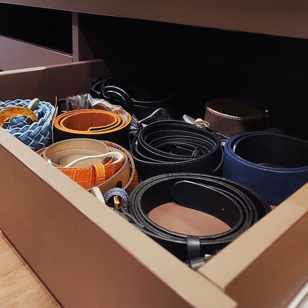 Organizar acessórios no armário