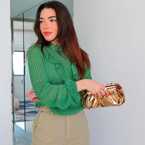 Blusa verde com mangas bufantes