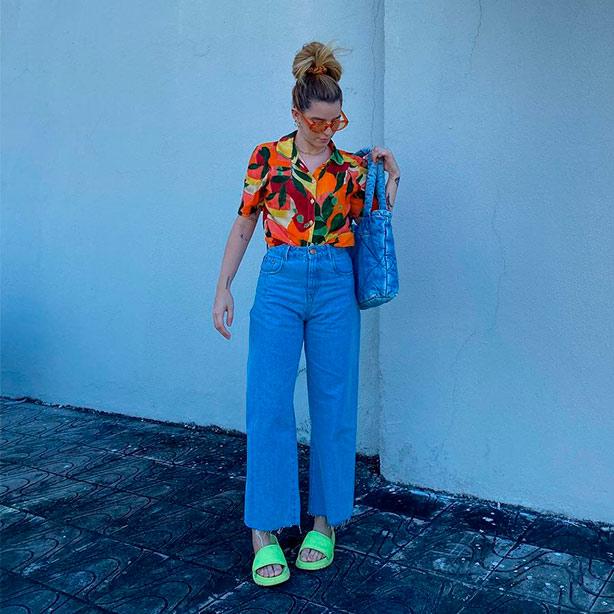 Wide leg jeans com blusa estampada
