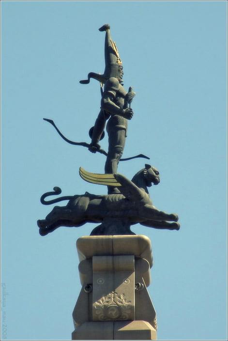 Монумент Независимости на площади Республики в Алматы.
