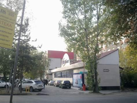 Алматы қаласындағы Төле би мен Әуезов көшелерінің қиылысындағы заңсыз ғимарат.