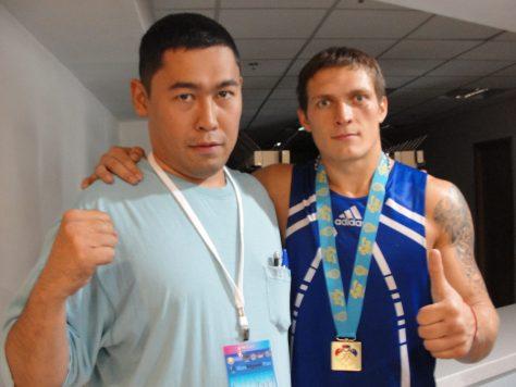 Литератор Данияр НАУРЫЗ и чемпион Олимпийских игр по боксу Олександр Усик.