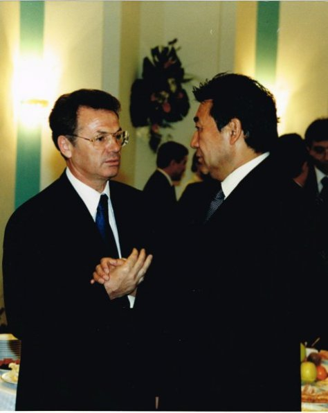 Слева направо: Виктор Храпунов и Нурлан Балгимбаев.