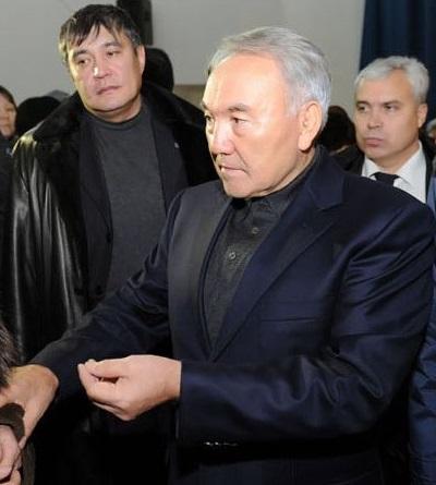 Сол жақта: Әнуар Садықұлов. Оң жақта: Вячеслав Шалапинин.