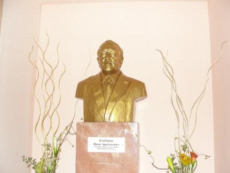 Бюст заслуженного врача Казахстана - Якова Аркадьевича Клебанова.