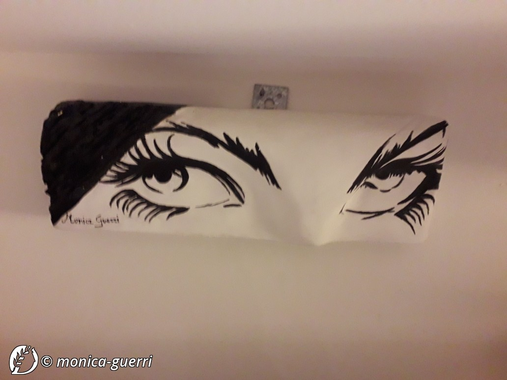"Dantebus - ""THE EYES"" Monica Guerri"