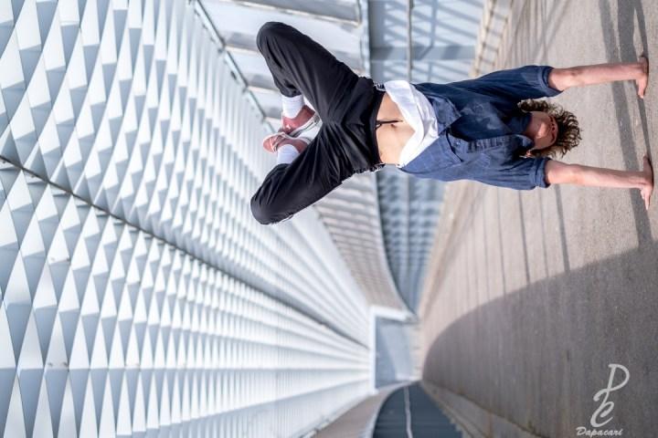 photo de break dance, danseur en équilibre sur les mains à vaulx en velin la soie battle de vaulx