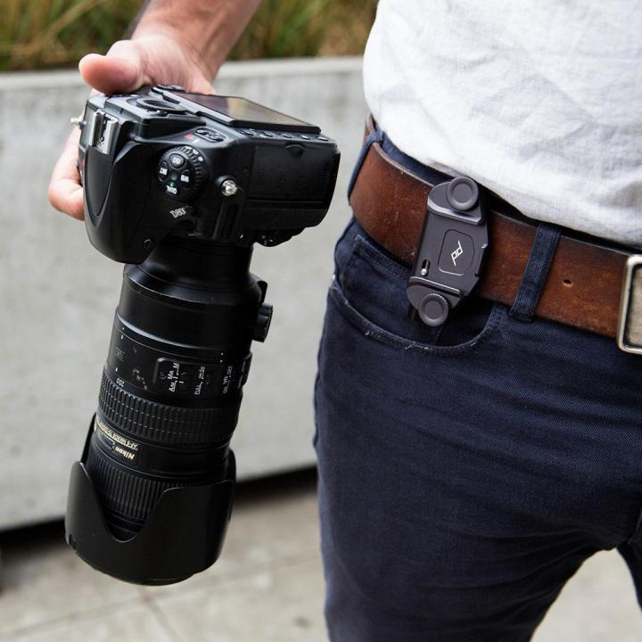 accrocher appareil photo à la ceinture avec le peak design capture