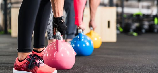 people-lifiting-kettlebells-functional-training