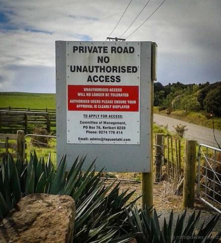 Tapuaetahi Beach access sign