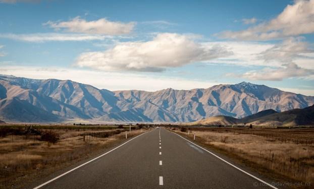 The road heading down the Ahuriri Valley towards Omarama