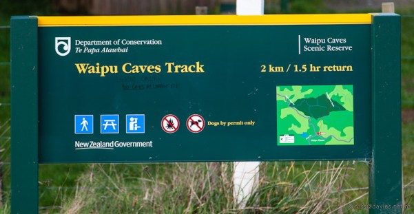 Waipu Caves Track sign