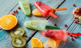 Most ice-cold desserts found in the supermarket are packed with added sugar. Do your smile a favor and make your own homemade healthy popsicles.