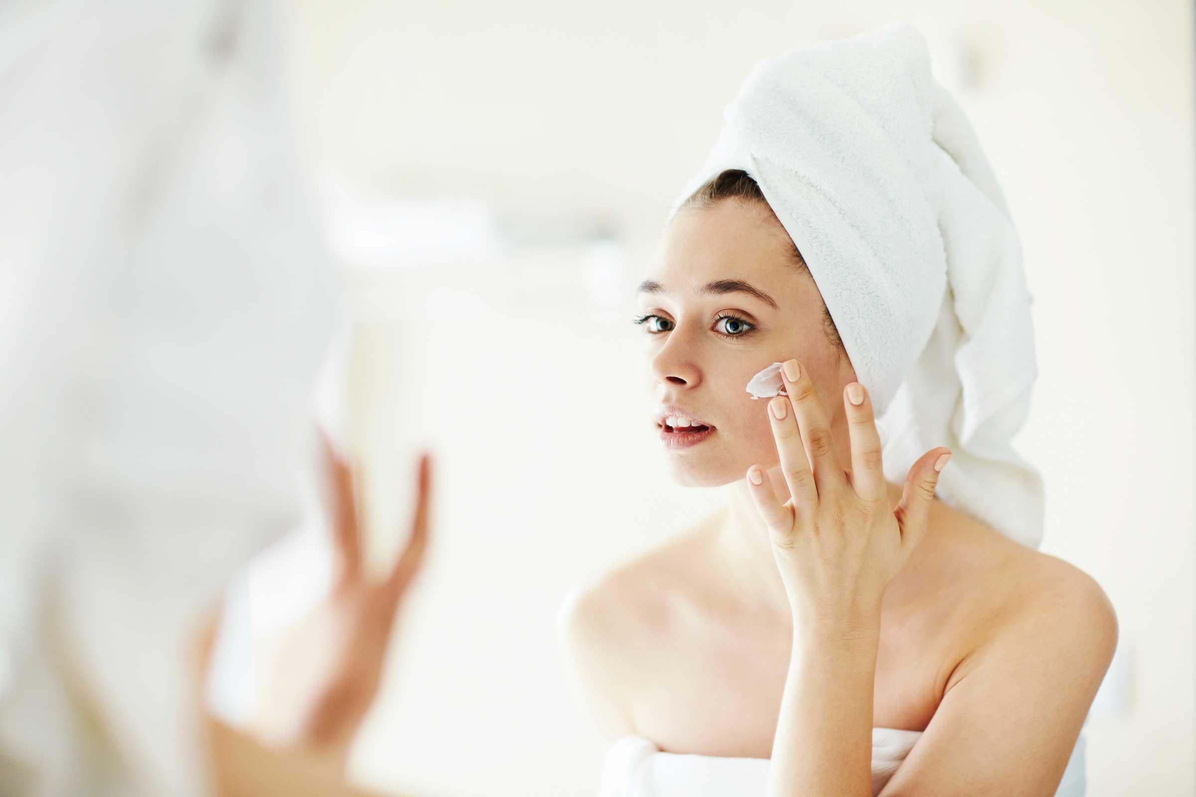 Descubra os benefícios dos cremes hidratantes na sua maquiagem