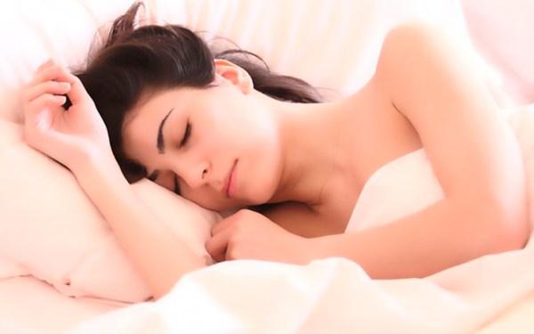 5 Motivos para Retirar a Maquiagem Antes de Dormir